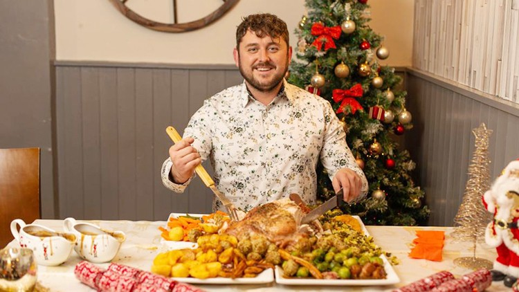Durham-pub-cooks-the-world-s-biggest-Christmas-dinner_wrbm_large.jpg